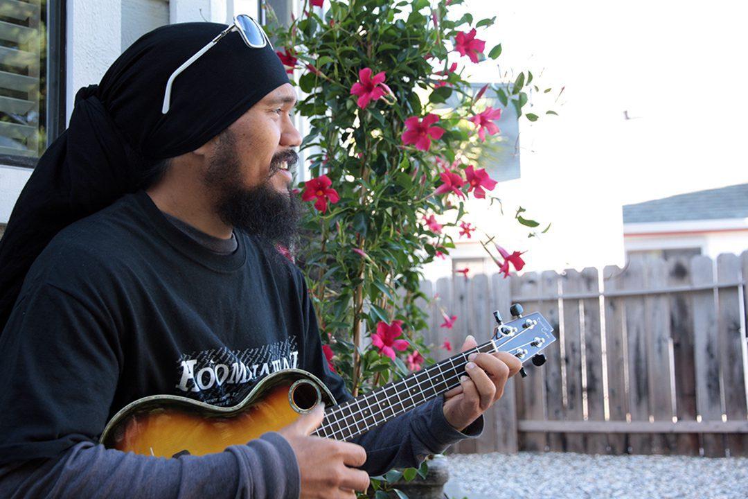 Iz Holokahi with ukulele