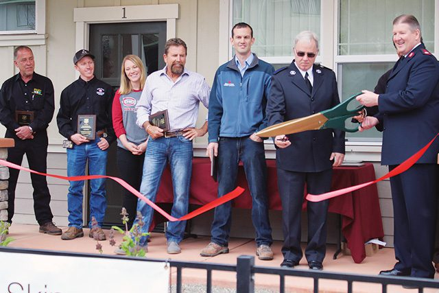 Envoy Dennis Stumpf and Del Oro Divisional Commander Major Bill Dickinson cut the ribbon.